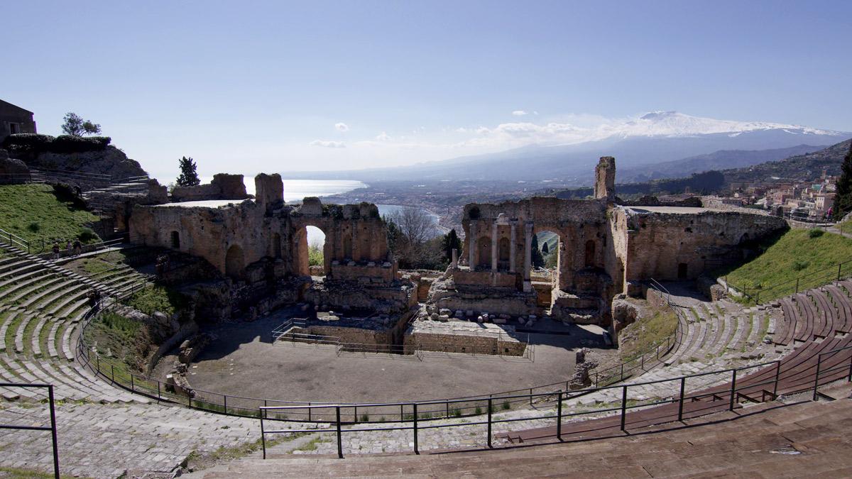 iGuzzini illuminates the Taormina Theatre
