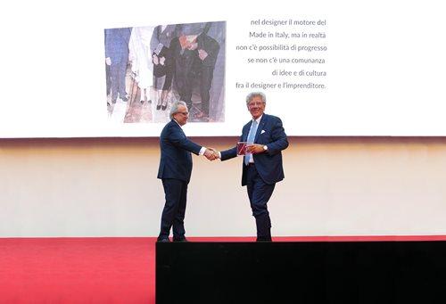Adolfo Guzzini riceve il Premio Compasso d'Oro alla Carriera