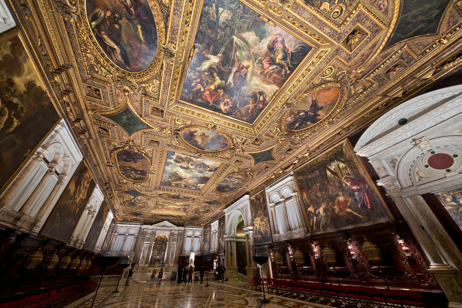 Light and artistic heritage: Tintoretto for Millennials